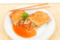 spring roll with sauce
