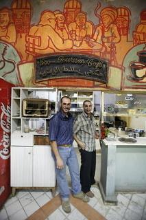 Ein Tee oder Cafehaus an der al Malek Faisal Strasse Stadtzentrum der Jordanieschen Hauptstadt Amman