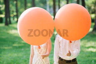 newlyweds with orange balloons. the amusing photo with newlyweds.