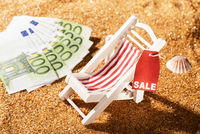 Deckchair with discount label and bank notes