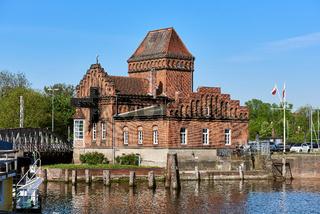 Brückenwärterhaus und Hafendrehbrücke, Lübeck, Deutschland