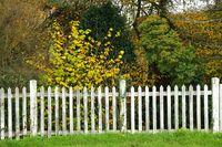 weißer Holzzaun white wooden fence