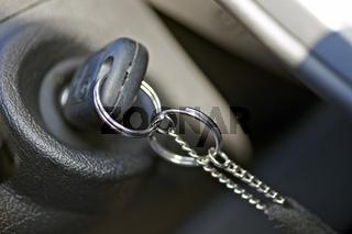 Autoschlüssel im Zündschloss