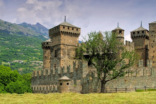 Fenis Burg im Aostatal - Fenis Castle Aosta Valley in Italy
