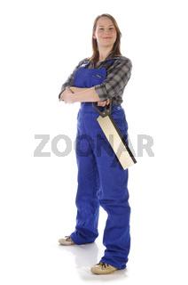 Junge Frau, Mädchen im Blaumann mit Säge