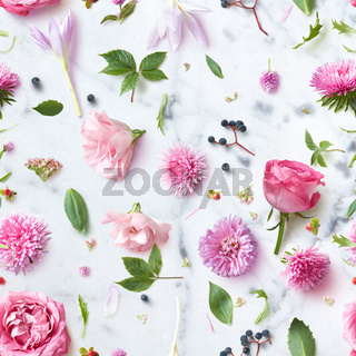 Seamless wallpaper pattern of pink flowers