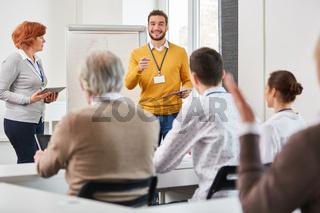 Business Team im Consulting Seminar