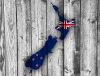 Karte und Fahne von Neuseeland auf Holz - Map and flag of New Zealand on wood