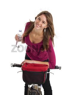 junge Frau mit dem Mountainbike