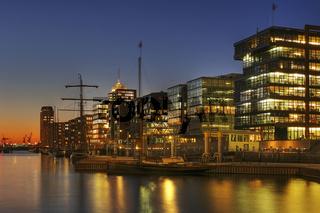 Hafencity mit Blick auf Kehrwiederspitze, Hanseatic Trade Center und Hamburger Hafen, Deutschland, Hafencity View to Officebuilding named Kehrwiederspitze, Hanseatic Trade Center and Hamburg Harbour, Germany