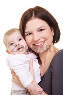 Mutter trägt Baby