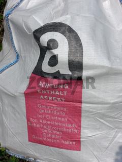 Gefüllter Asbestsack