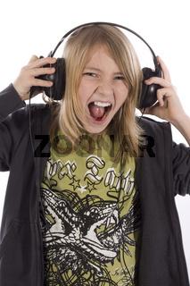 Junge hört Musik wd510