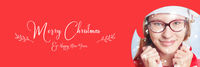 Frau mit Schnee und Merry Christmas Slogan