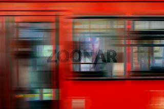 Roter Zug Außenkarosse abstrakt