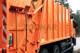 Müllauto schräg, Besen  Schaufel