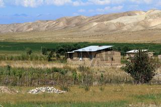 Bauernhof in Zentralkirgistan südlich des Sees Yssykköl