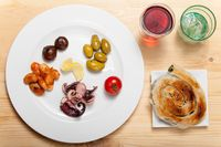 Variation der griechischen Vorspeisen auf einem Teller
