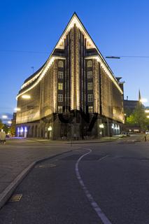 Chilehaus in Hamburg in der Abenddämmerung, Kontorhausviertel in der Hamburger Innenstadt, Hamburg, Deutschland