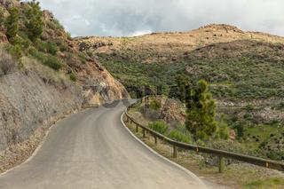 Leere Straße im Gebirge von Tejeda, Spanien