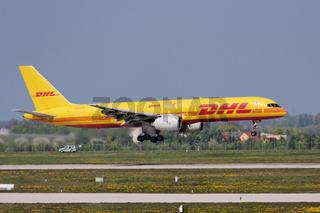 DHL Cargo - Boeing 757-236(SF) - (OO-DPN)