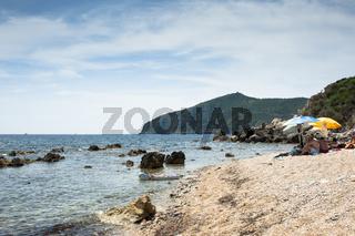 Kleiner Strand in der Nähe von Porto Santo Stéfano, Toskana, Provinz Maremma, Italien