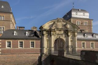 Barockschloss Ahaus, Portal und Schlossbrücke