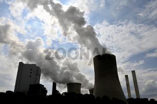 Kraftwerk Niederaußem, ein von der RWE PowerAG mit Braunkohle betriebenes Grundlastkraftwerk in Bergheim-Niederaußem, Rhein-Erft-Kreis, Nordrhein-Westfalen, Deutschland, Europa