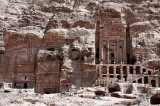 Die Royal Tombs der in der Historischen Felsstadt Petra im Sueden von Jordanien