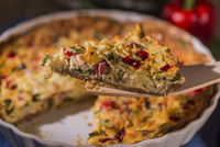 Quiche with paprika, tomatoes and zucchini