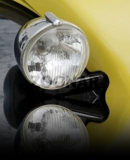 Scheinwerfer an einer 2CV Citroen - Ente (gespiegelt)