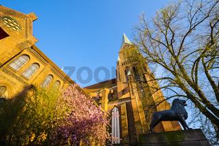 Braunschweiger Loewe am Schweriner Dom, Schwerin, Mecklenburg-Vorpommern, Deutschland
