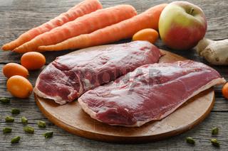 Zutaten Entenbrust, Karotten, Apfel, Kumquat und Ingwer