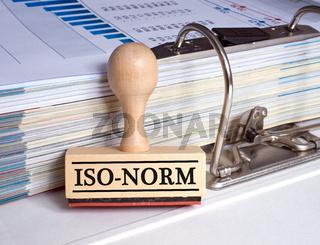 Iso-Norm Stempel im Büro