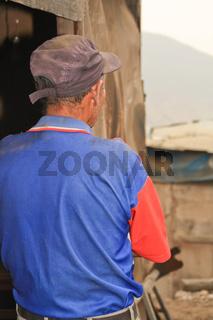 Mann in Slums von Lima, Peru