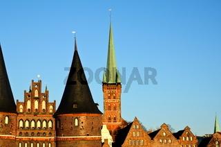 Holstentor und St. Petri in Lübeck