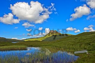 Gipfel Stac Pollaidh am See Loch Lurgainn, Assynt, Sutherland, Schottland, Grossbritannien