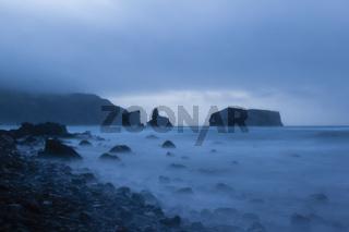 Blaue Stunde an der Küste von Mostairos - Azoren