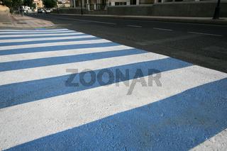 Blau-weisser Zebrastreifen auf La Gomera, Kanaren.