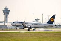 Airliner landing on Munich ariport