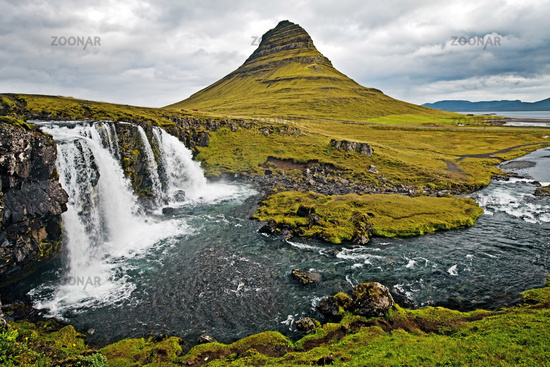 Kirkjufells foss waterfall and Kirkjufell mountain, Grundarfjoerdur, Snaefellsnes, Iceland