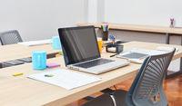 Computer Arbeitsplatz mit Laptop PC