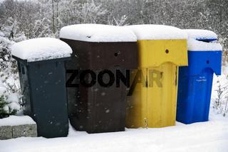 4 Mülltonnen