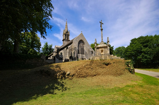 Chapelle Saint-Laurent in Goulien in der Bretagne, Frankreich - Chapelle Saint-Laurent in Goulien, Brittany, FranceNouvelle in Locronan, medieval village in Brittany, France