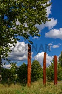 Skulpturenpark 'Steine ohne Grenzen für Frieden und Völkerverständigung' im Hobrechtswald bei Berlin