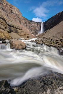 Der Hangifoss Wasserfall in Island