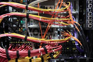 Serverschrank Rückseite  Kabel
