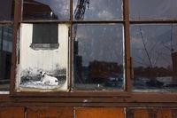 Fenster mit fehlender Scheibe