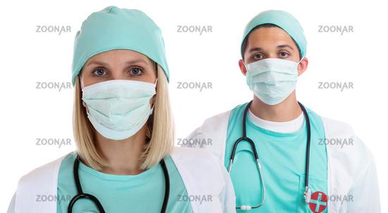 Junge Ärzte Team Ärztin Arzt Doktor Portrait mit Mundschutz Beruf Freisteller