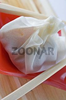 Wantan mit Stäbchen / Asian food